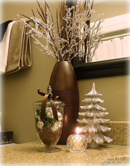 How To Decorate A Small Bathroom For Christmas: Christmas Decorating Ideas For Your Bathroom.
